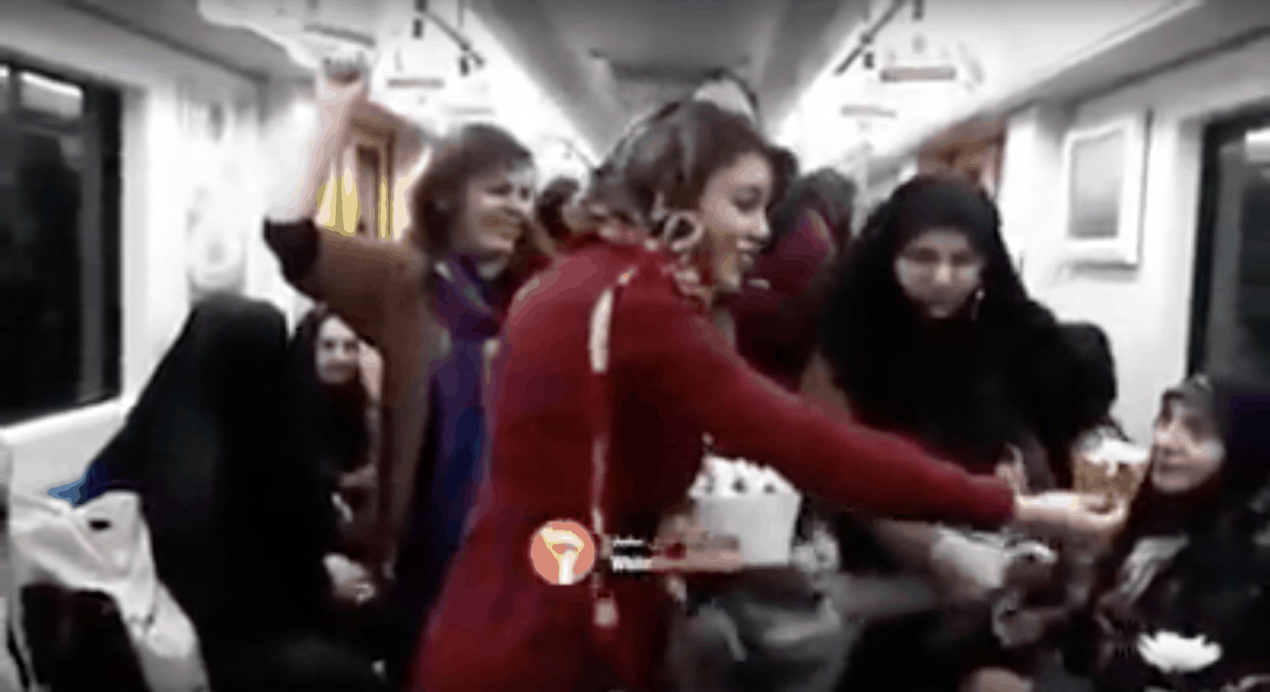 Weltfrauentag im Iran: Aktivistinnen nehmen demonstrativ ihr Kopftuch ab. Quelle: YouTube (Siehe unten)