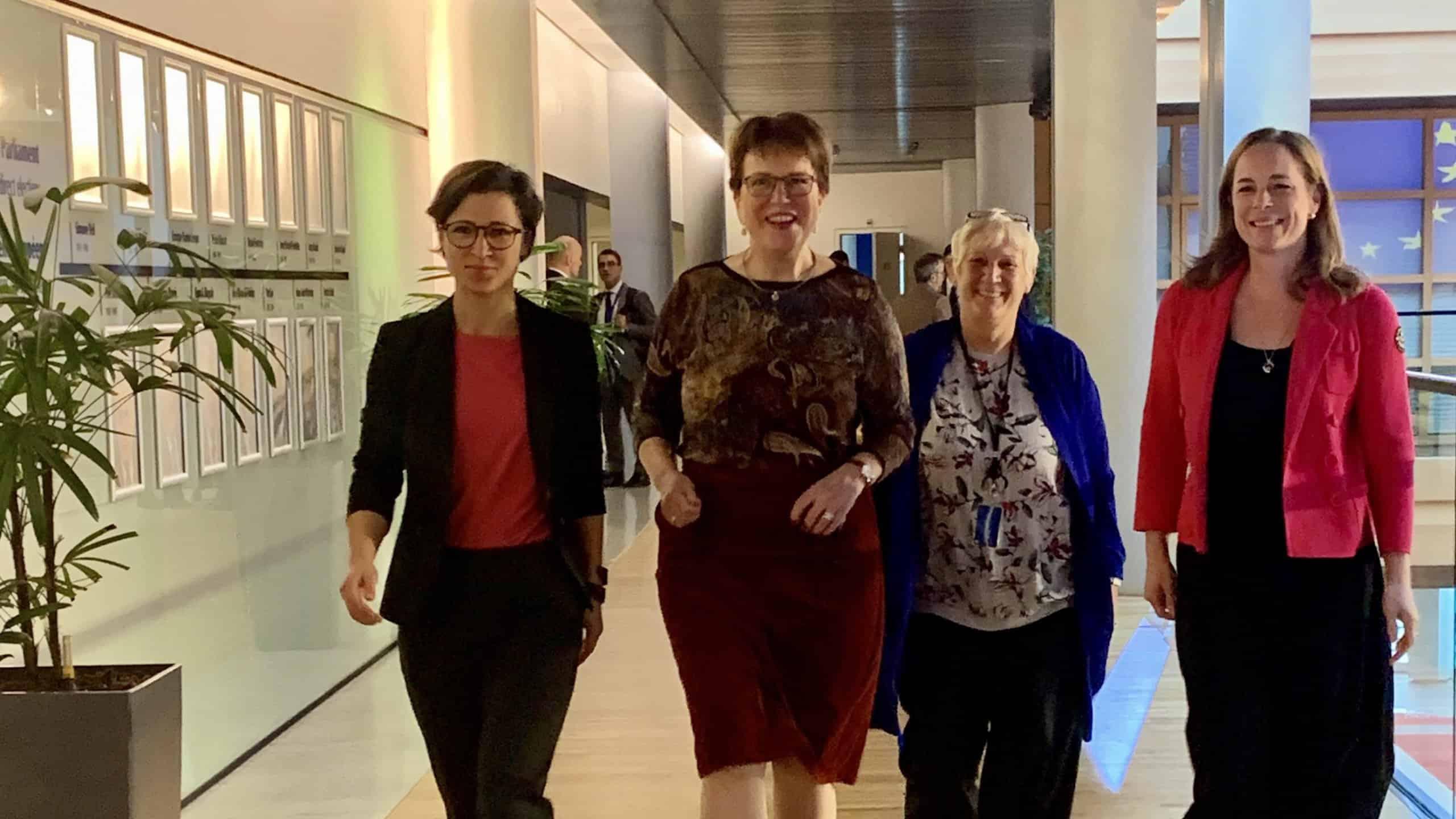 Hannah Neumann, Gaby Bischoff, Martina Michels und Hildegard Bentele (v.l.n.r.) fordern einen Nachtzug zwischen Berlin und Brüssel.