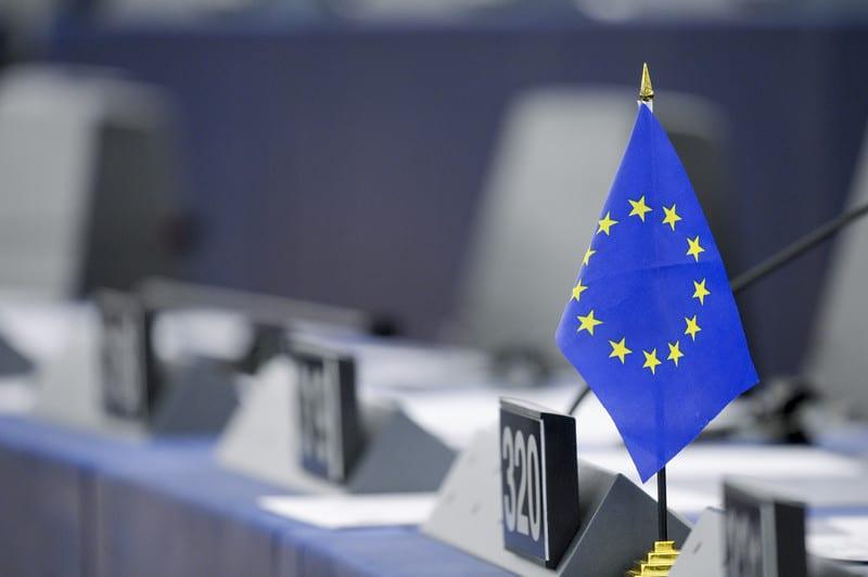 EU Flagge im Europaparlament